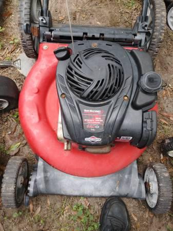 Photo Yard machines 21-inch mulching push mower with high back wheels - $75 (Orange park)