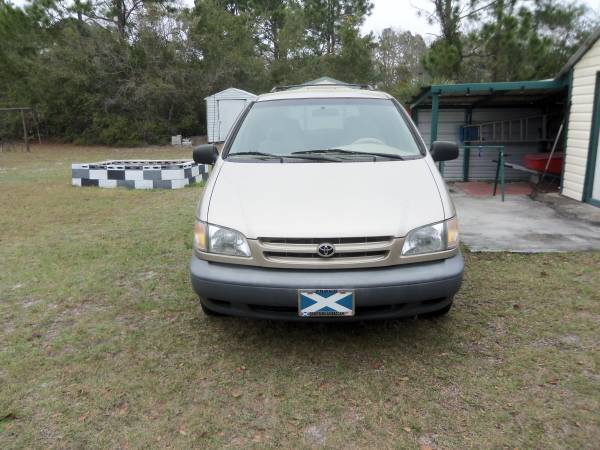 Photo toyota van - $2000 (fernandina beach)