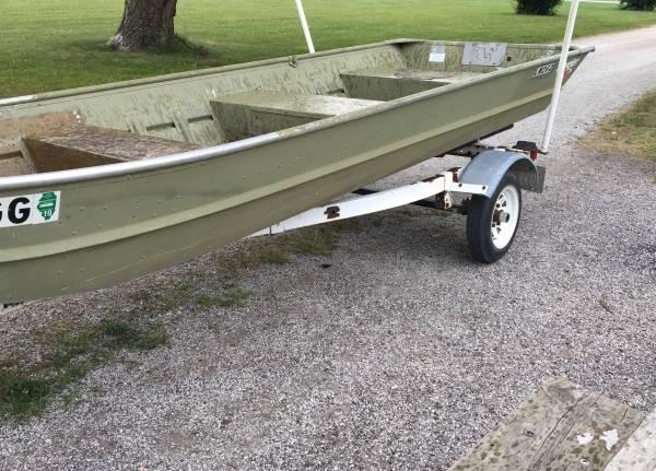 Photo 14 FT Jon Boat and trailer. - $650 (Peotone)