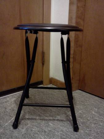 Photo 18 inch Black Collapsible Padded Round Stool - $5 (Whitewater)