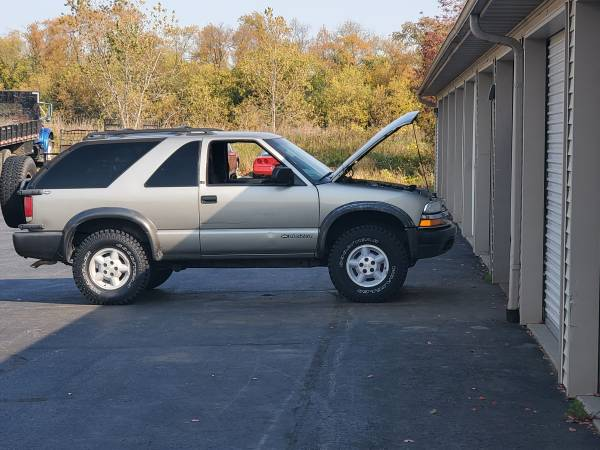Photo 2000 chevy s10 zr2 blazer - $3,500 (Janesville)