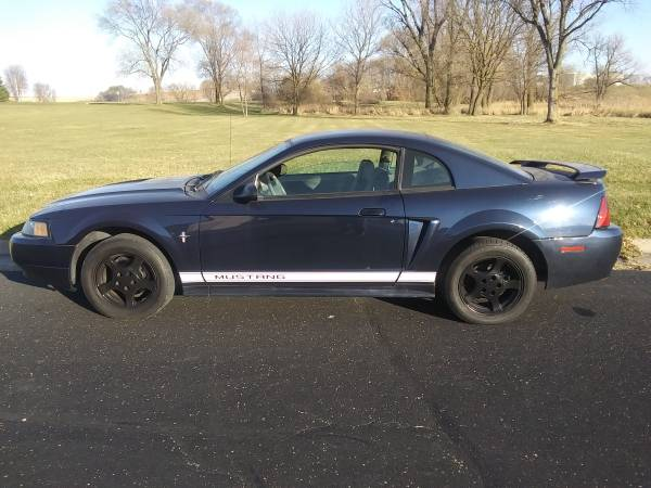 Photo 2002 ford mustang traction control airbags 6 disc cd - $2,300 (Madison)