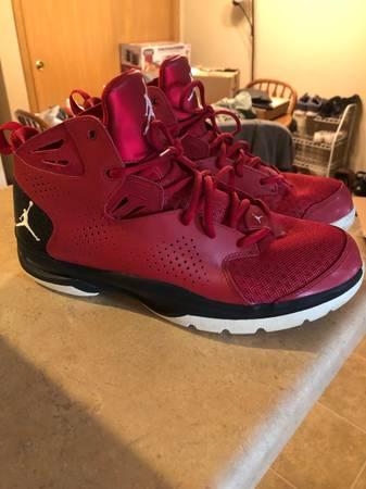 Photo Air Jordan Mens Shoe - $40 (Beloit)