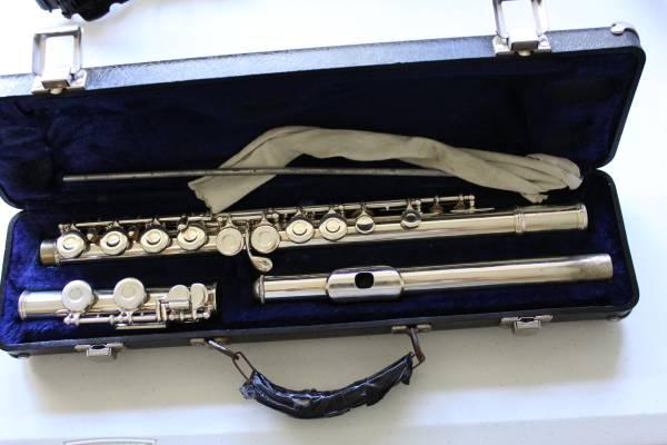Photo Armstrong 104 flute - $150 (west of beloit)
