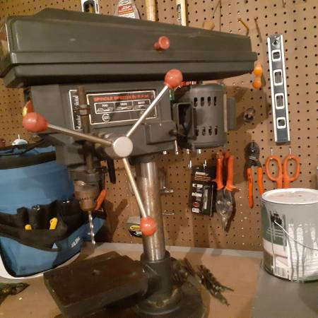 Photo Craftsman 8quot bench drill press - $50 (Janesville)