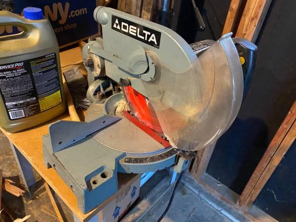 Photo Delta 10 compound miter saw - $60 (Janesville)