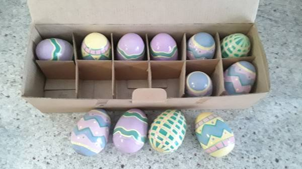 Photo Easter eggs, painted wood 12 Lillian Vernon eggs $16 total like new - $16 (Beverly Morgan park Chicago)