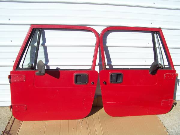 Photo JEEP YJ FULL DOORS 1987-1995 w Key  mirrors - - $550 ((CHICAGOLAND))