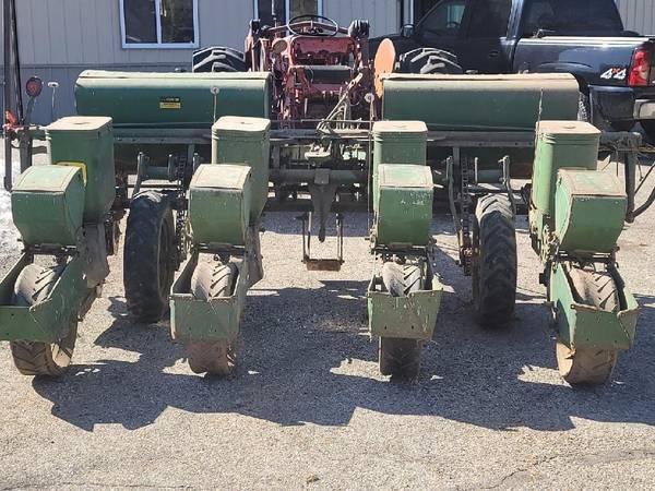 Photo John Deer 1240 4 Row Planter - $1,200 (Dousman)