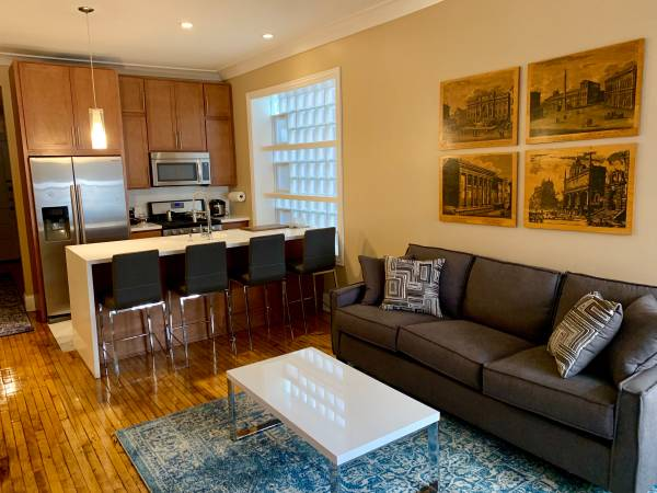 Photo Just 3 ROOMS LEFT for Rent $800 Walk to UIC (Little Italy UIC Rush PINK  BLUE LINES)