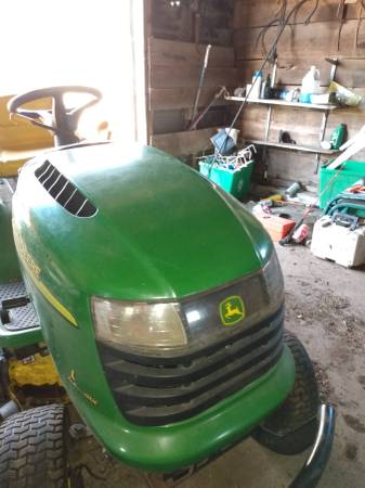 Photo L110 John Deere Lawn Mower - $450 (Darien)
