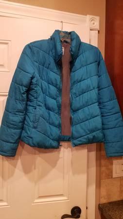 Photo Old Navy puffy jacket Women39s small - $8 (Janesville)