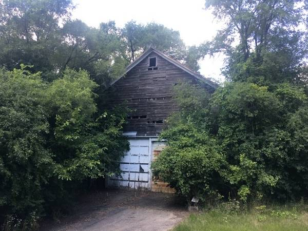 Photo Old barn wood and aluminum sliding doors and metal roof top material - $1