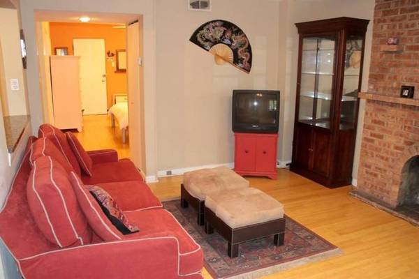 Photo Private Furnished Apt 1 Block to Fullerton L Red Line Express Service (Lincoln Park)