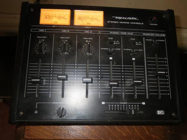 Photo Realistic Stereo Mixing Console 32-1200b - $45 (BELOIT)