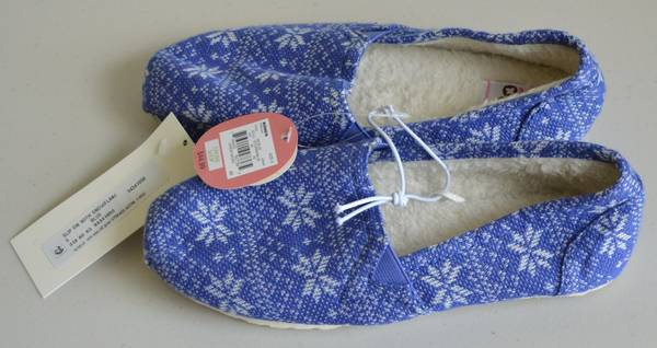 Photo SO Juniors Size 6 Slip On Blue Shoes With SnowflakesNWT - $10 (Janesville East)