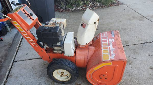 Photo Simplicity 860 snow blower - $100 (Milton)