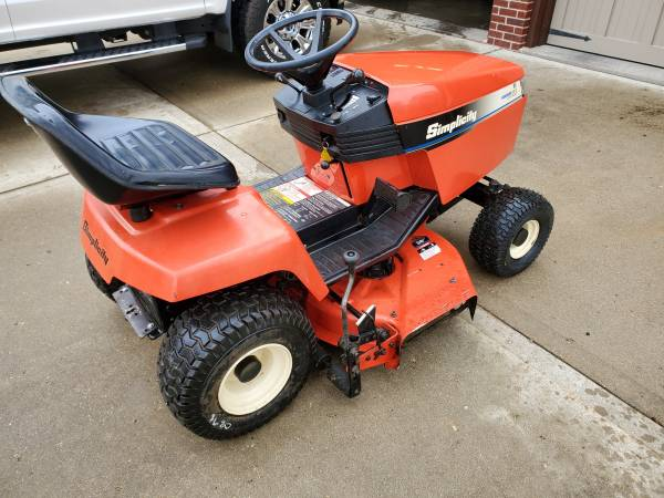 Photo Simplicity Lawn Tractor - $700 (Janesville)
