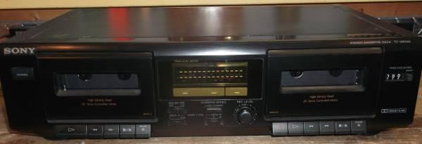 Photo Sony TC-WE305 Dual Cassette Deck - $50 (janesville)