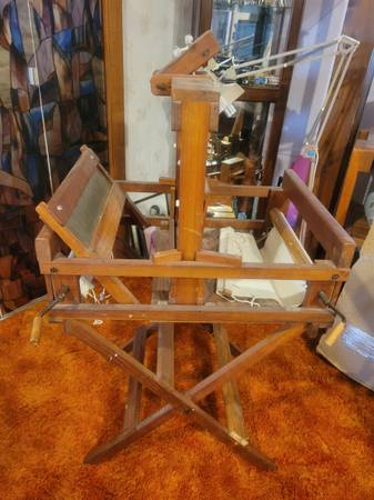 Photo Table top loom with stand - $225 (Delavan)
