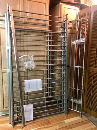 Photo Twin size metal loft bunk bed - $150 (Janesville)