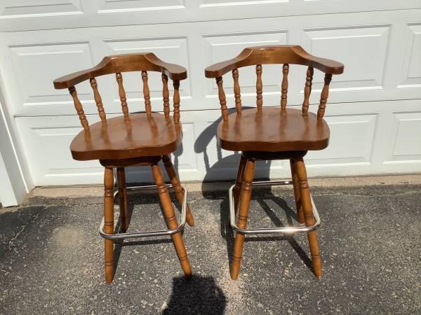 Photo Two bar stools - $40 (Fort Atkinson)