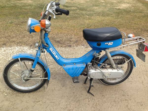 Photo VINTAGE 1982 SUZUKI FA50 MOPED SCOOTER ( NO TITLE ) - $750 (ST CHARLES)