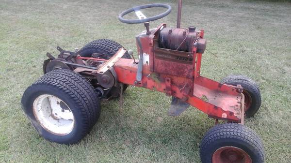 Photo Vintage Simplicity lawn tractor - $100 (Beloit)