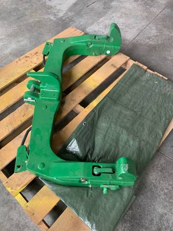Photo john deere quick hitch - $850 (brodhead)