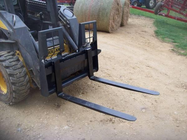 Photo pallet forks for skid loader - $700 (Davis)