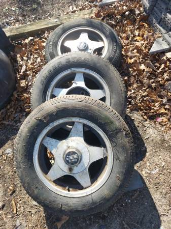 Photo 15 x 7 American racing wheels 4 lug mustang - $60 (Eatontown)