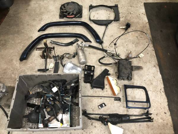 Photo 2000 Jeep Cherokee XJ Parts Lot - $50 (Barnegat)