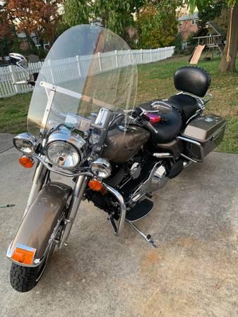 Photo 2005 Harley Davidson Road King - $10,000 (Barnegat)
