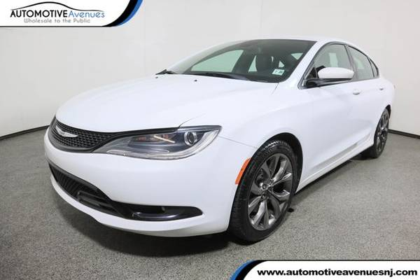 Photo 2015 Chrysler 200, Bright White Clearcoat - $9,995 (Automotive Avenues)