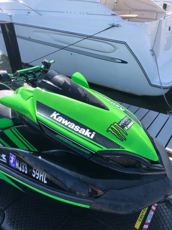 Photo 2017 Kawasaki Ultra 310R Jet Ski Waverunner 107 hours includes cover - $12,750 (toms river)