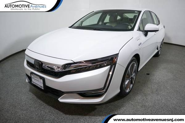 Photo 2019 Honda Clarity Plug-In Hybrid, Platinum White Pearl - $16,995 (Automotive Avenues)