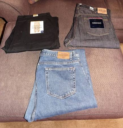 Photo 3 Pairs of Men39s JEANS. 40x34 GAP and Old Navy - $6 (Manahawkin)