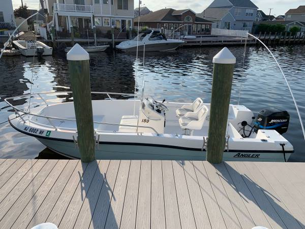 Photo Angler 18 center console boat - $15,500 (Bayville)