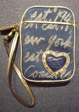 Photo COACH NavyGold Signature Script LurexLeather Heart Small Clutch Wris - $20 (Toms River)