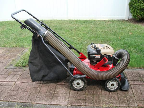 Photo Craftsman 4 in 1 Leaf  yard vacuum mulcher - $350 (Toms River)
