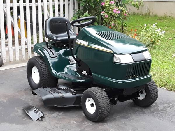 Photo Craftsman DLT Lawn Tractor, 46quot cut, hydro, mint condition - $750 (East Brunswick)