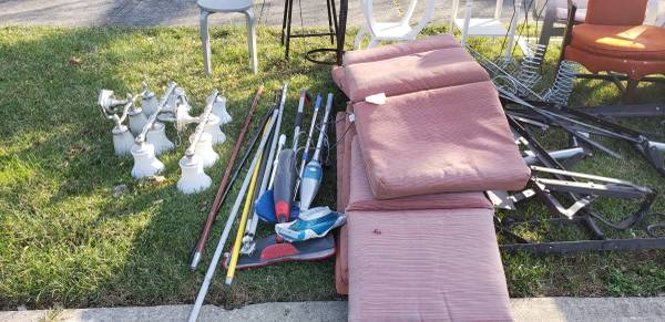 Photo Curb Alert Free stuff from cleanout (Toms River)