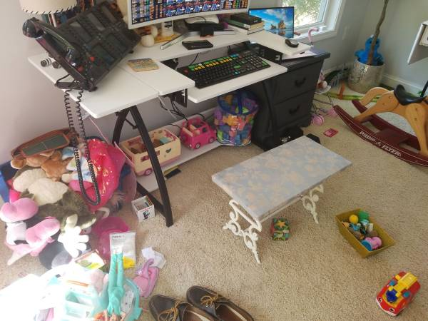 Photo Free desk sewing table (Rumson)