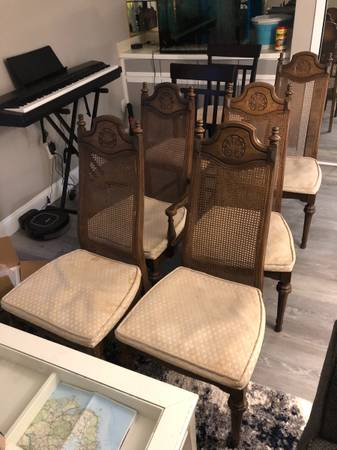 Photo Free kitchen table chairs (Long Branch)