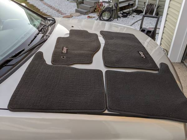 Photo Genuine OEM Mopar jeep Floor mats for 05-2010 Grand CherokeeCommander (Little Egg Harbor)