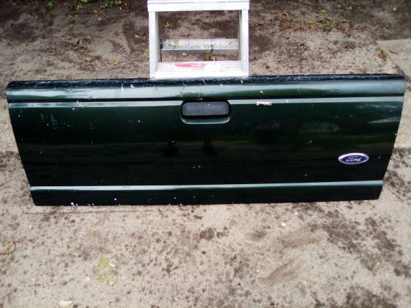Photo Green ford ranger tailgate - $70 (Tuckerton)