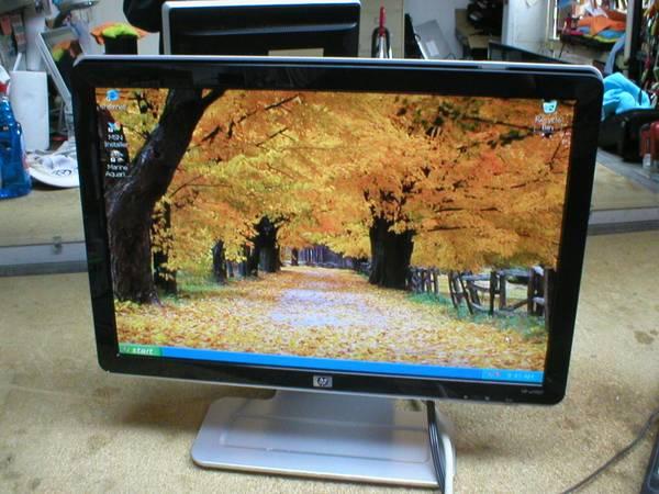 Photo HP 19quot LCD COMPUTOR MONITOR (like new) MODEL HP W1907 - $60 (BAYSIDEQUEENS)