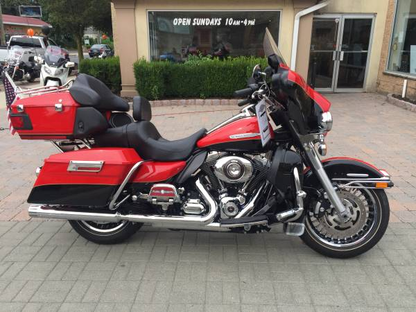 Photo Harley Ultra Limited 2010 - $10500 (Colts Neck)