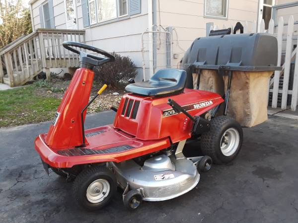 Photo Honda 3013 RER Riding lawn mower, 13hp 38quotcut Excellent condition - $500 (East Brunswick)