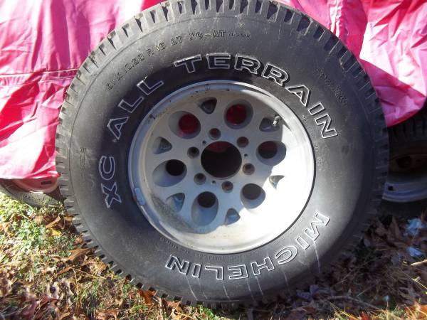 Photo Isuzu Rodeo 15quot spare tire 31x10.50x15LT - $50 (Bayville)